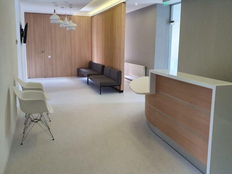 amenajare mobilier receptie clinica